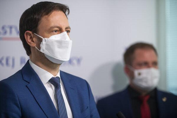 Minister financií Eduard Heger (OĽaNO) a prezident finančnej správy Jiří Žežulka.