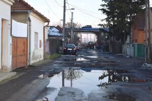 Takto vyzerá ulica počas dažďov.