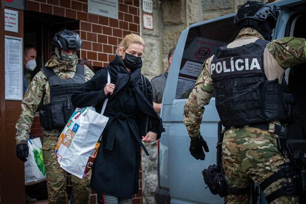 Polícia opätovne zadržala Moniku Jankovskú.