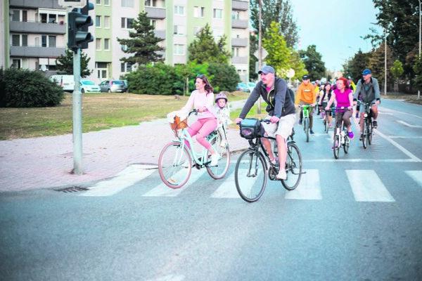 Peter Danczi s manželkou Dominikou počas jednej z hromadných cyklojázd.