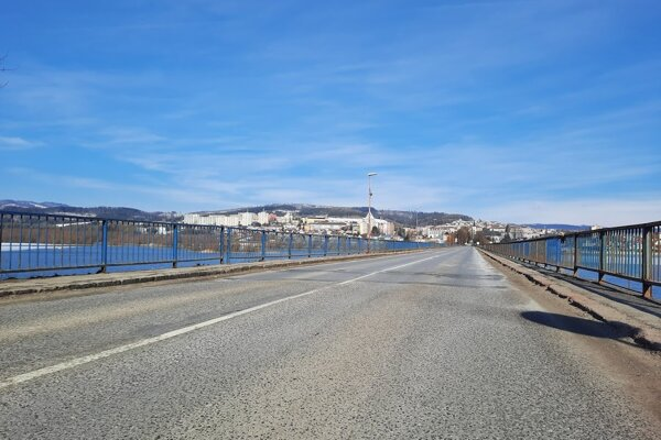 Most nad priehradou je podľa odborníkom vo veľmi zlom stave.