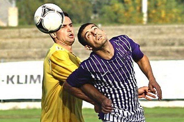 Momentka zo zápasu Komárno - Lednické Rovne (1:0).