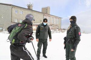 Policajné kontroly prebiehali aj na horách.