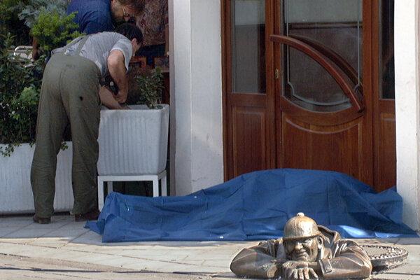 Po incidente pri soche Čumila 11. mája 2000 zostalo na zemi ležať mŕtve telo Muhameda Šabanoviča.
