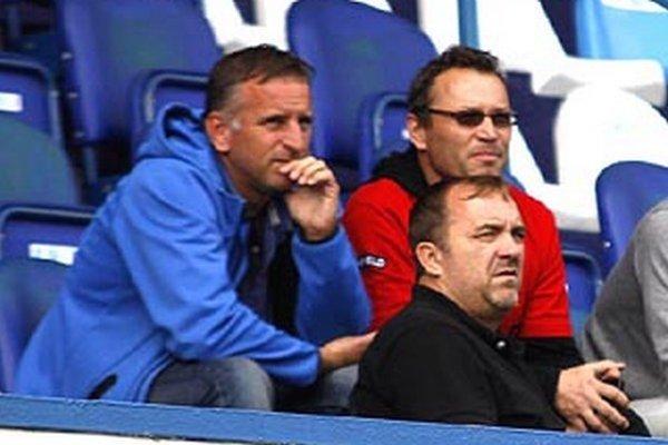 """""""Robíme v podmienkach, aké máme a verte mi, že najľahšie by bolo rezignovať. Čo bude ale s nitrianskym futbalom potom?"""" kladie otázniky generálny manažér Jozef Petráni (na snímke vľavo)."""