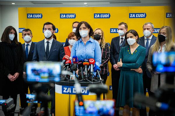 Predsedníčka strany Za ľudí Veronika Remišová na tlačovej besede.