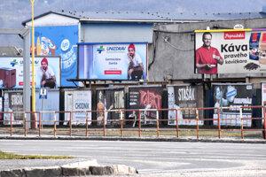 Veľkoplošné reklamy sú veľmi výrazným zásahom do verejného priestoru, zdôrazňuje architekt.
