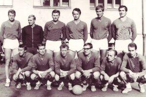 Úspešné volejbalové mužstvo TJ Považan Nové Mesto nad Váhom koncom šesťdesiatych rokov.