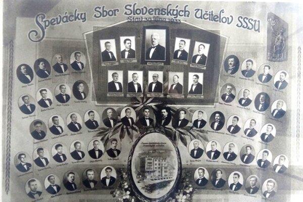 Tablo s členmi SZSU z 30. júna 1933 v Trenčianskych Tepliciach, kde má zbor dodnes svoje sídlo.