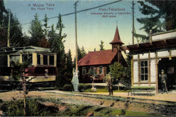 """Električka """"malý Ganz"""" z roku 1908 v zastávke Dolný Smokovec v začiatkoch prevádzky v rokoch 1909 - 1911."""