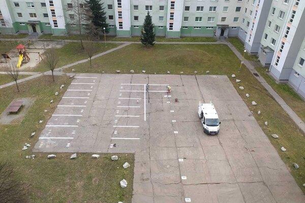 Vnútroblok ulíc Pražská a Šmidkeho.