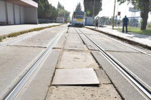 DPMK robí všetko pre to, aby udržal v prevádzkyschopnom stave i električkovú trať na Jazere.