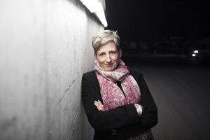 Gabriella Cseh (1975) pôsobí ako šéfka verejnej politiky Facebooku pre strednú a východnú Európu. Zaoberá sa verejnou politikou a regulačnými vzťahmi, napríklad otázkami ochrany dát, bezpečnosti či súkromia. Predtým pracovala štyri roky ako výkonná riaditeľka Maďarského rozhlasu. Bola tiež riaditeľkou vonkajších vzťahov v spoločnosti PanTel Telecommunications a pôsobila v diplomacii a štátnej správe.