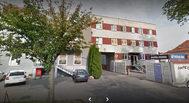 Bývalé tlačiarne na Fraňa Mojtu, o objekt  vpravo má záujem pošta.