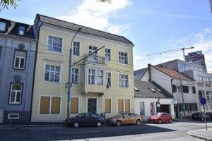 Budova, v ktorej sídlila nezisková organizácia Maják nádeje na Karpatskej ulici.