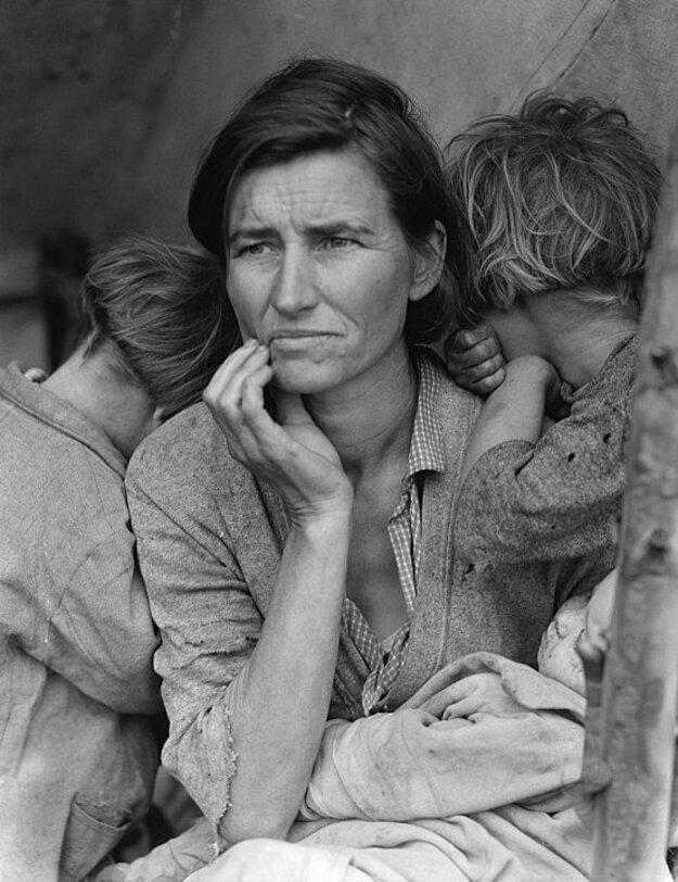 Hospodársky prepad z 30. rokov 20. storočia priniesol do USA veľkú sociálnu krízu. Úlohou nového prezidenta bolo vyviesť krajinu z toho najhoršieho.