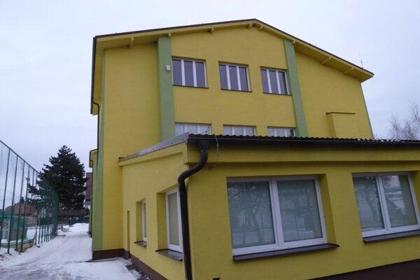 Budova základnej školy v Hladovke.
