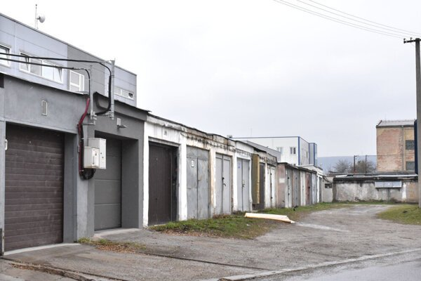 Stovky garáží v meste sú problematické. Garáž vlastnia Košičania, pozemky pod nimi mesto.