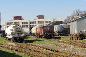 Želos sa nachádza vedľa autobusovej a železničnej stanice v Trnave.