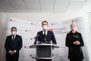 Minister financií Igor Matovič a minister zdravotníctva Vladimír Lengvarský na tlačovej konferencii.