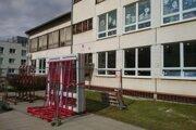 Turčianske teplice investovali do rekonštrukcie okien na budove gymnázia.