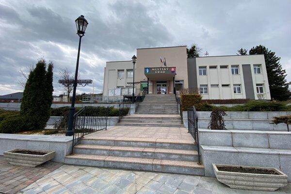 Mestský úrad v meste Veľký Šariš.