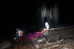 Horskí záchranári muža zniesli do doliny