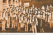 Súčanský hudobno-spevácky folklórny súbor na festivale v Prahe v roku 1936