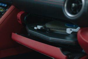 Gramofón v Lexuse IS Wax Edition.