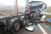 Nehoda dvoch kamiónov.