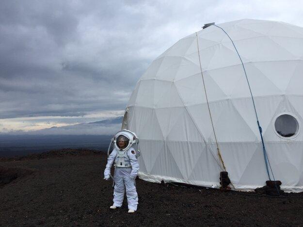 Michaela Musilová ako vedúca simulovanej vesmírnej misie na Havaji.