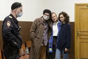 Zadržaní redaktori študentského časopisu DOXA.