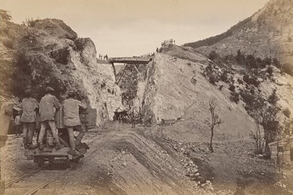 Sekanie do Ružínskej skaly bolo jednou z najnáročnejších úloh.