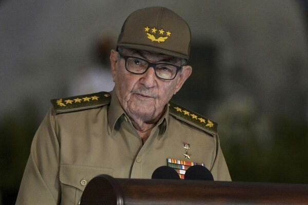 Na archívnej snímke z 1. januára 2019 bývalý kubánsky prezident Raúl Castro počas prejavu pri príležitosti 60. výročia kubánskej revolúcie v Santiagu de Cuba.