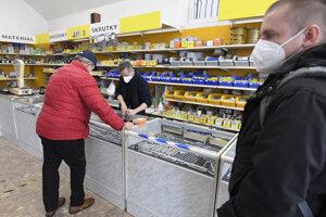 Od pondelka 19. apríla môžu byť otvorené všetky obchody aj mimo tých, ktoré predávajú pre život nevyhnutné potreby.