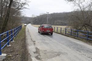 Most pri Debradi potrebuje rekonštrukciu.