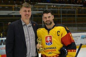 Ervín Mik (vľavo) s kapitánom Topoľčian Milošom Bystričanom.