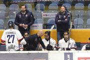 Pohľad na hráčsku lavicu HC Slovan Bratislava.