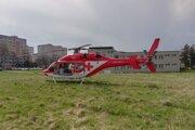 Záchranársky vrtuľník pristál v Detve.