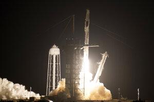 Loď SpaceX odštartovala k vesmírnej stanici ISS.
