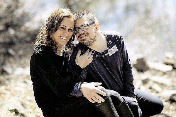 Marcela Žitňáková so svojím synom Ivanom už sedem rokov vítajú ľudí na mieste, ktoré vonia bylinkami a liečivými olejmi.