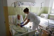 Univerzitná nemocnica Louisa Pasteura sa pomaličky vracia do štandardného režimu.