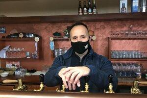 Manažér Igor Ubersax v zatvorenom podniku.