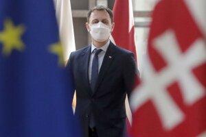 Slovenský premiér Eduard Hegerpri príchode do sídla Európskej komisie v Bruseli.