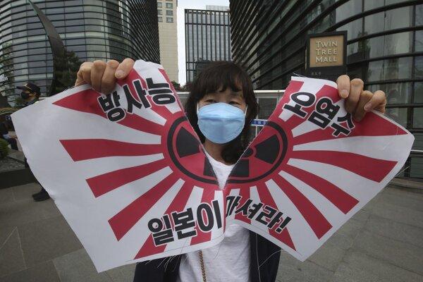 Dlho očakávané rozhodnutie Japonska sprevádzali bezpečnostné obavy a početné protesty.