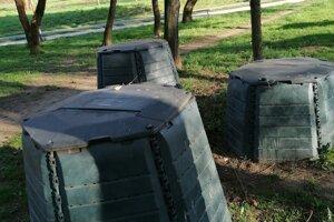 Komunitné kompostéry na Sídlisku III využívajú ľudia z celého okolia.