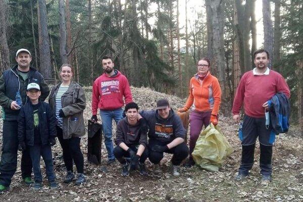 Na Bystričke uľavili prírode. Jarné upratovanie je už tradíciou.