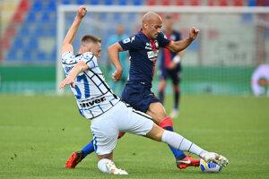 Momentka zo zápasu Crotone - Inter Miláno (Milan Škriniar).