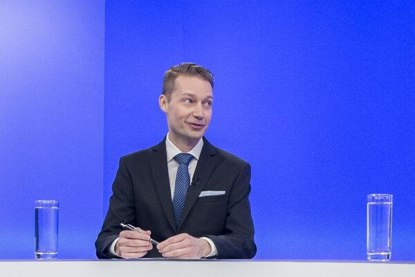 Moderátor Noro Dolinský počas relácie V Politike.