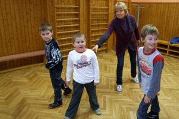 Do CVČ Domino prišli počas dnešného štrajku len tri deti, na snímke s pracovníčkou Domina Máriou Harmatovou.